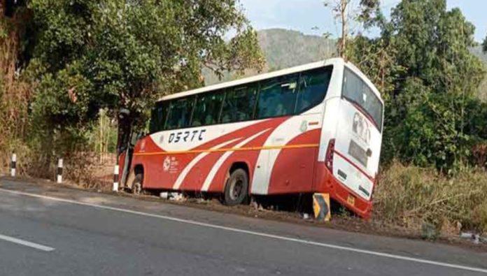 7 students of SCB Medical College & Hospita Injured After Bus Overturns